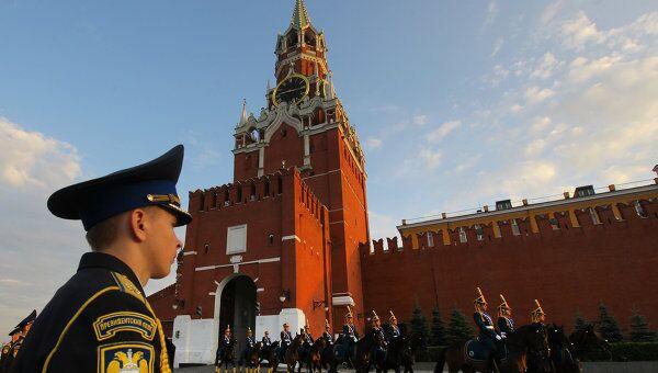 Церемония развода пеших и конных караулов на Красной площади. Архив