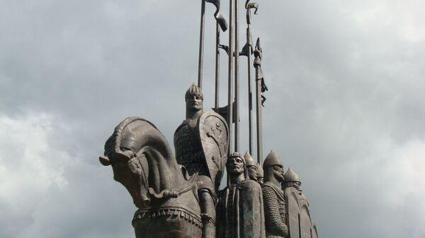 Памятник Александру Невскому и его дружине