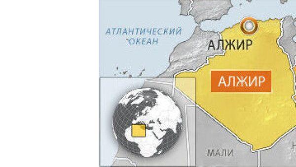 Жена полковника Муамара Каддафи и трое его детей прибыли в Алжир, заявило МИД этой североафриканской страны.
