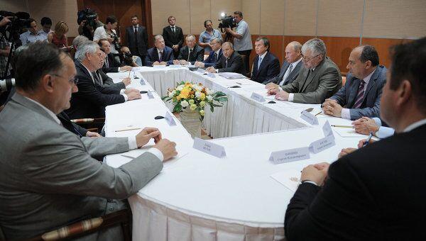 Встреча премьер-министра РФ Владимира Путина с руководством компании ЭксонМобил