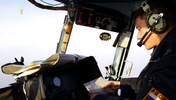 Пилот за штурвалом вертолета
