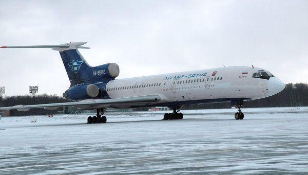 Пассажирский самолет Ту -154 авиакомпании Атлант-Союз. Архив