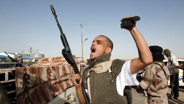Силы ПНС Ливии штурмуют удерживаемый войсками Каддафи город Бени-Валид