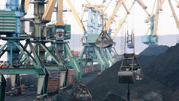 Угольный терминал в порту