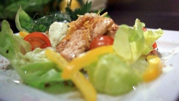 Нежный салат из индейки и авокадо. Видеорецепт