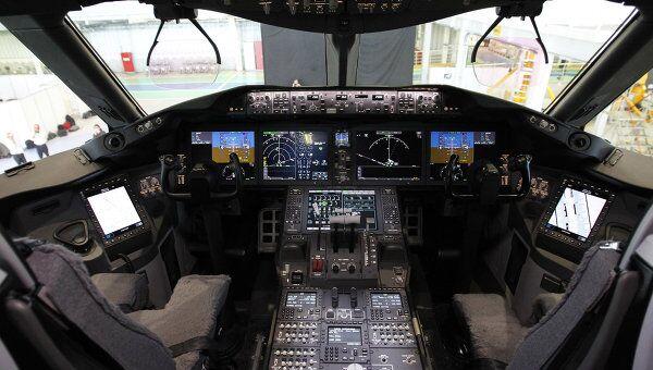 Кабина пилота в самолете Boeing-787 Dreamliner