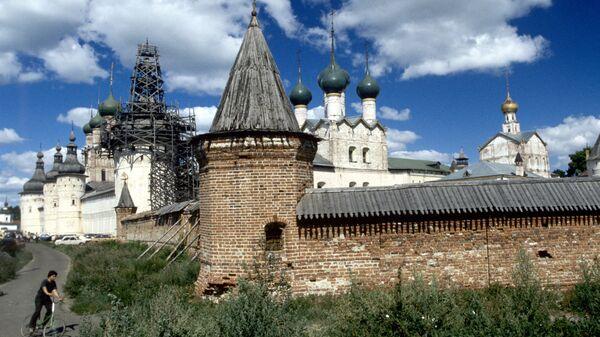 Вид на Ростовский кремль