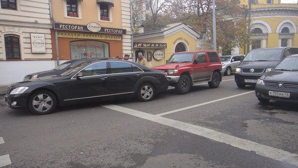 Пешеходы спровоцировали ДТП на переходе в центре Москвы