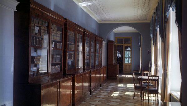 Библиотека с подлинными книгами царскосельского лицея