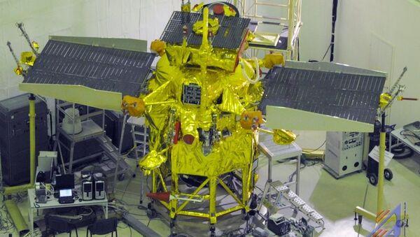 Межпланетная станция Фобос-Грунт перед отправкой на космодром. Архивное фото