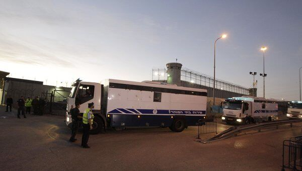 Конвой с палестинскими заключенными приближается к израильско-египетской границе
