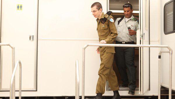 Гилад Шалит в новой военной  форме Армии обороны Израиля