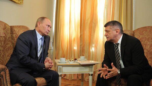 Премьер-министр РФ В.Путин провел встречу с режиссером А.Сокуровым