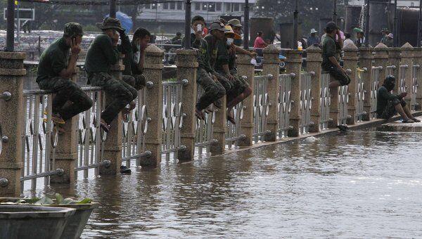 Наводнение, вызванное вызванное затяжными сильными дождями, в Бангкоке