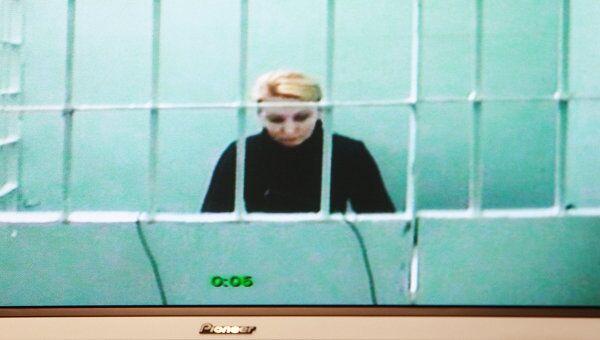 На экране монитора старший следователь ГСУ столичного ГУМВД Нелли Дмитриева на заседании Московского городского суда во время рассмотрения жалобы на ее арест