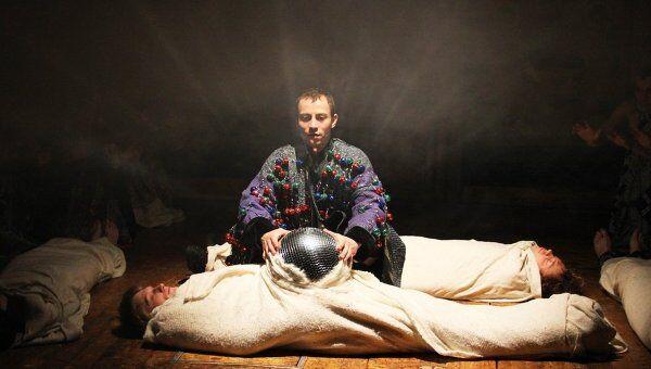 Сцена из спектакля Борис Годунов екатеринбургского Коляда-театра