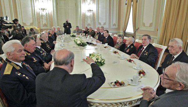 Президент РФ Д.Медведев поздравил ветеранов ВОВ с Днем воинской славы