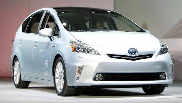 Автомобиль Toyota Prius V на международном автосалоне в Детройте. Архив