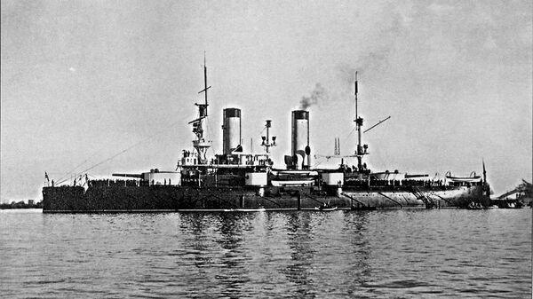 Эскадренный броненосец Петропавловск на Кронштадтском рейде, конец 1899 года