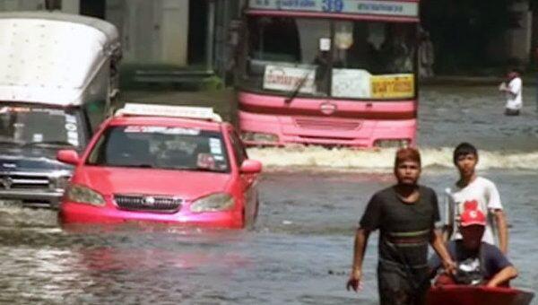 Наводнение в Бангкоке разделило город на две половины