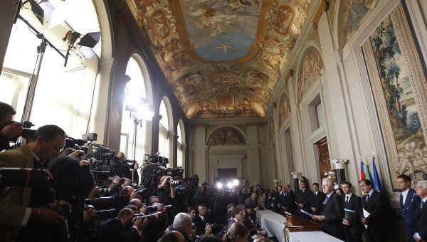Премьер-министр Италии Марио Монти дает пресс-конференцию после встречи с президентом Республики Джорджо Наполитано