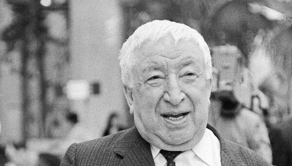 Знаменитый аварский поэт, писатель Расул Гамзатович Гамзатов. Архив