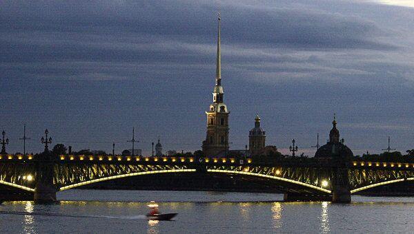 Троицкий мост и Петропавловская крепость ночью