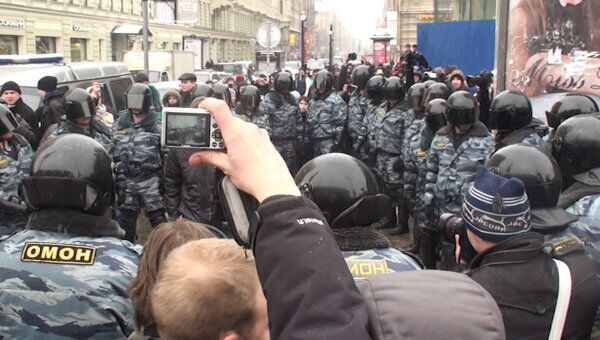 Чистый__ Полиция не пустила непослушных митингующих на Невский проспект