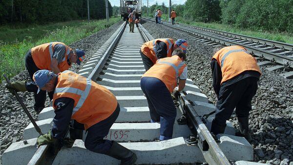 Работы на железной дороге. Архивное фото