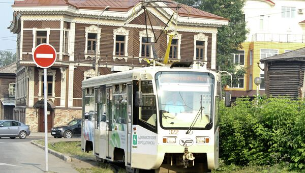 Трамвай на площади Батенькова в Томске, архивное фото