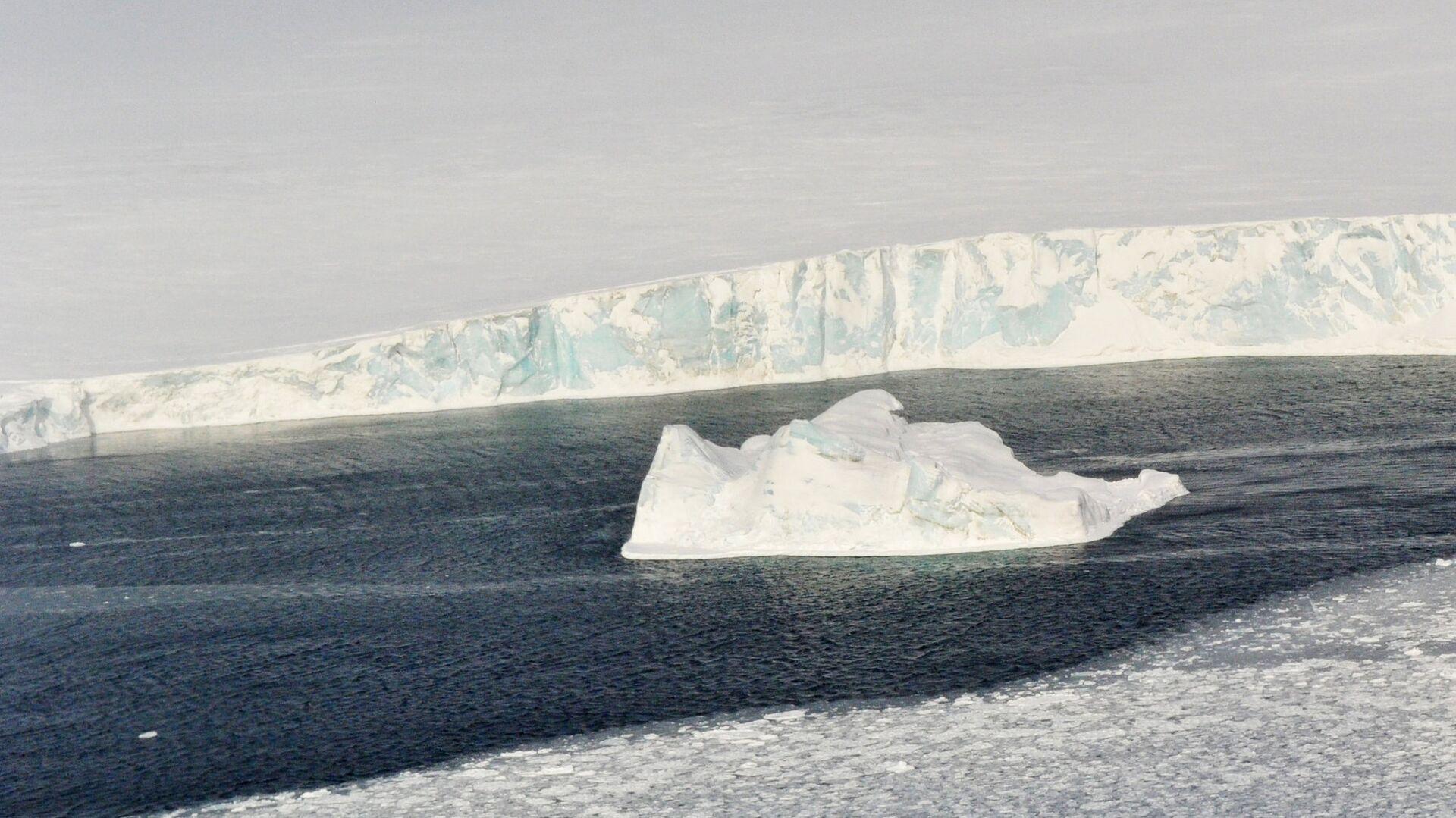 """Ученые предупредили о ядерной и бактериологической """"бомбах"""" в Арктике"""