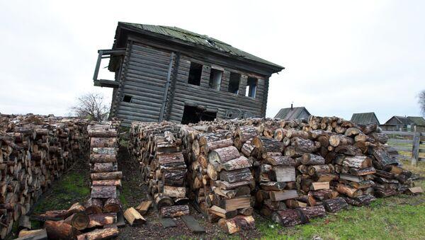 Деревянный дом, архивное фото