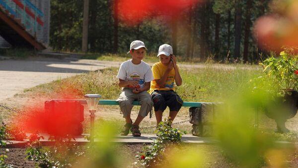 Дети в оздоровительном лагере. Архивное фото