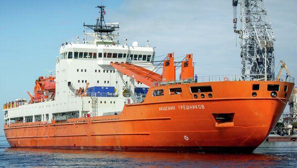 Научно-экспедиционное судно Академик Трёшников, архивное фото