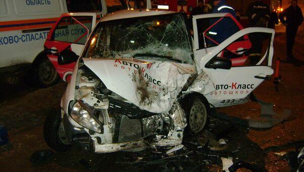 Столкновение Nissan X-Trail и Лада Калина на улице Клюева 3 марта