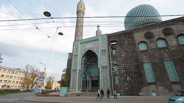 Обрушение облицовки с минарета Соборной мечети в Петербурге