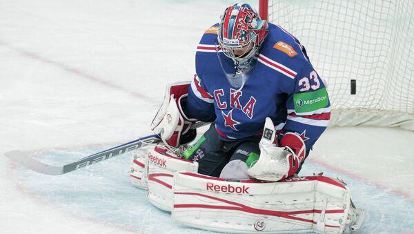 Вратарь хоккейного клуба СКА Илья Ежов. Архив