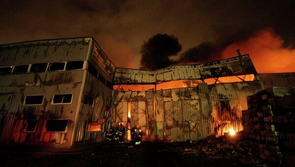 Пожар в промзоне Шушары в Санкт-Петербурге