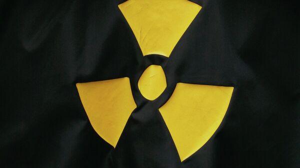 Знак Осторожно, радиация. Архивное фото