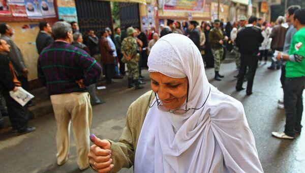 Женщина на улице Каира. Архивное фото