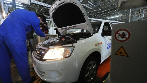 Цех сборки автомобилей Лада Гранта на заводе ОАО АвтоВАЗ. Архив