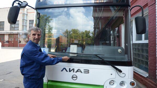 Передача новых автобусов завода ЛиАЗ. Архивное фото