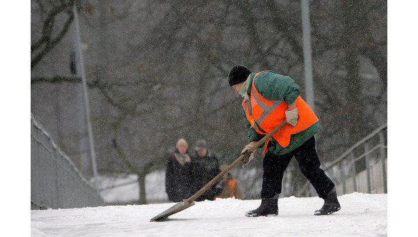 Работа коммунальных служб по уборке снега. Архив