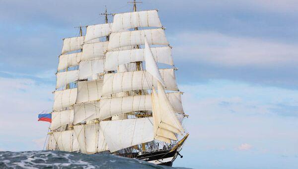 Учебный парусник Балтийской государственной академии рыбопромыслового флота Крузенштерн. Архивное фото