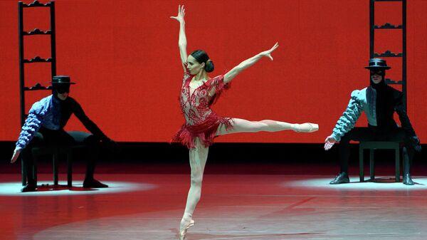 Диана Вишнева в хабанере из балета Кармен-сюита на Новой сцене Мариинского театра