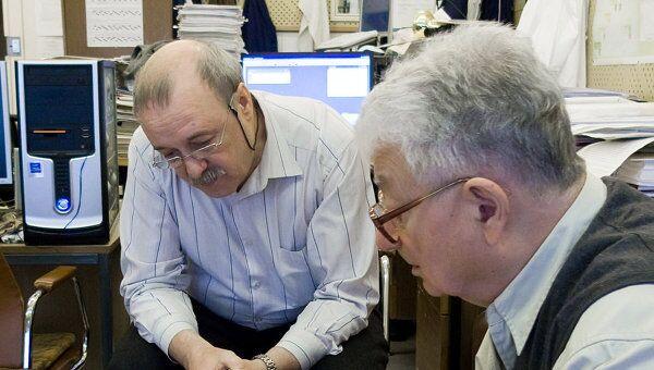 Участники эксперимента по синтезу 117-го элемента – Владимир Утенков и Юрий Оганесян