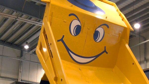 Японский самосвал, собранный в России, сошел с конвейера с улыбкой