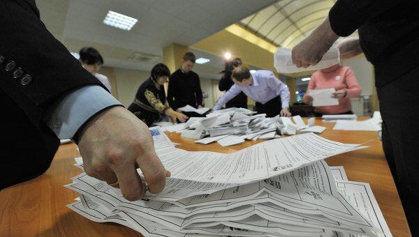 Подсчет голосов на выборах в Государственную Думу РФ. Архивное фото