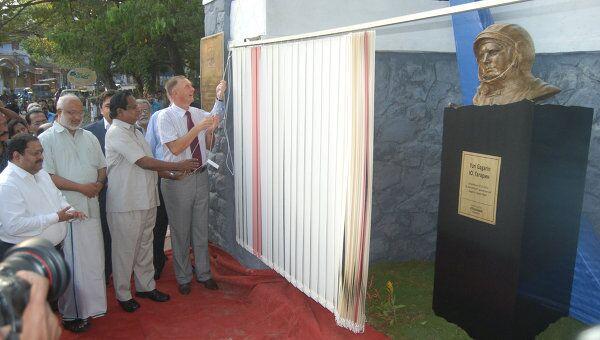 Открытие памятника Юрию Гагарину в Индии