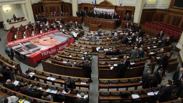 Оппозиция заблокировала трибуну и президиум парламента Украины. Архив